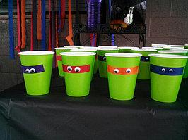 Для создания праздничной атмосферы закажите для именинника и гостей стаканы в стиле черепах !!!