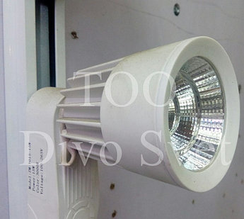Трековый светодиодный светильник 15 W неповоротливый.. Трековые светодиодные светильники 15 ватт