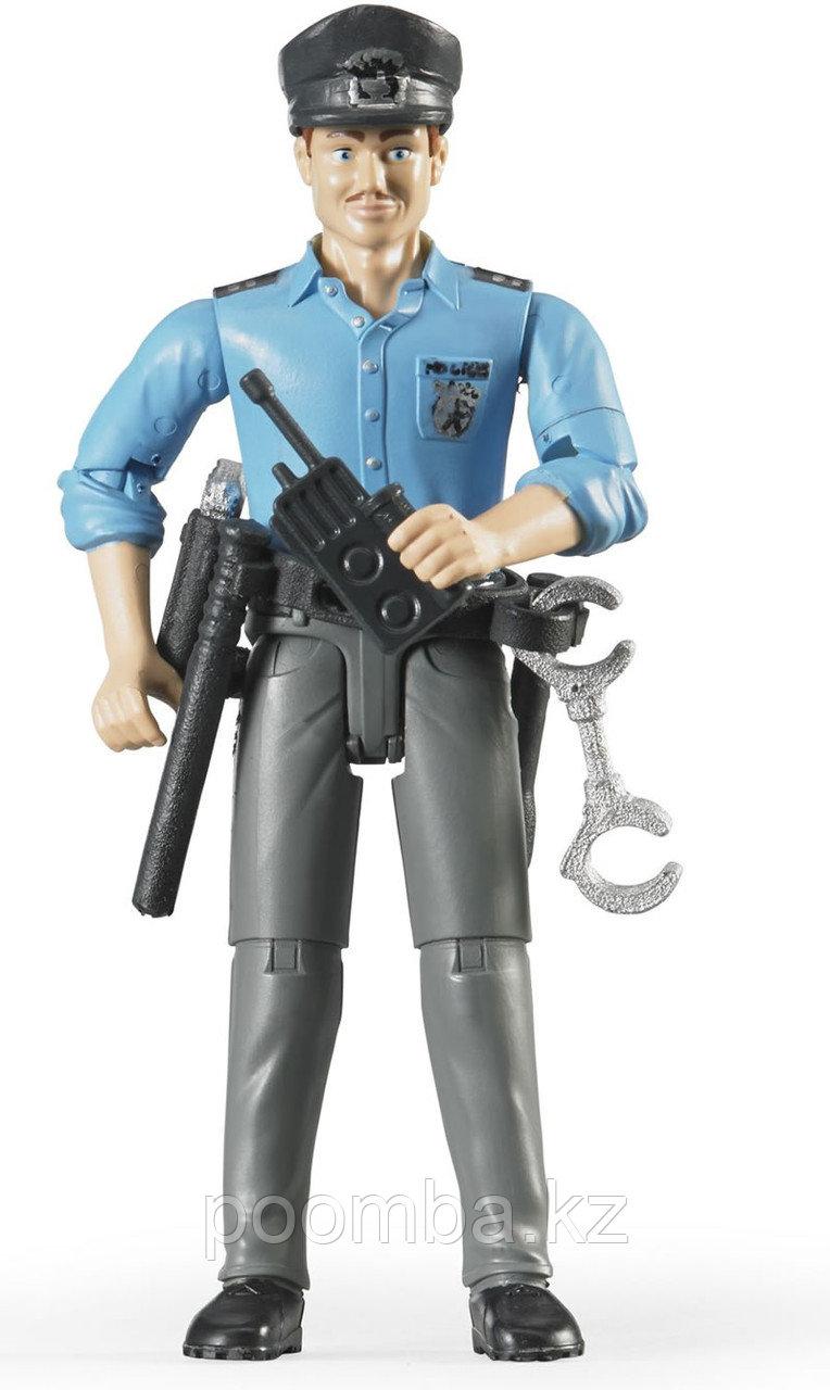 Фигурка полицейского с аксессуарами Bruder