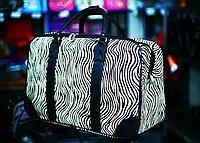 Женская сумка-саквояж (в черно-белую полоску)