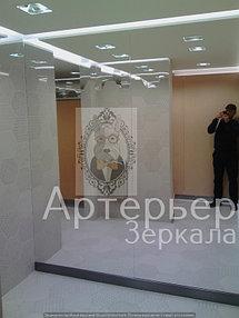 Установка зеркал в уборные Торгового центра 2