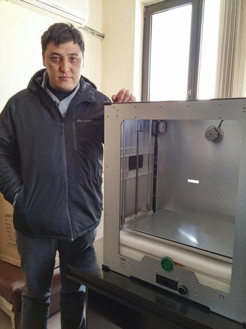 Максимальный размер деталей, которые можно печатать на данном 3D принтере - 458*305*508мм.
