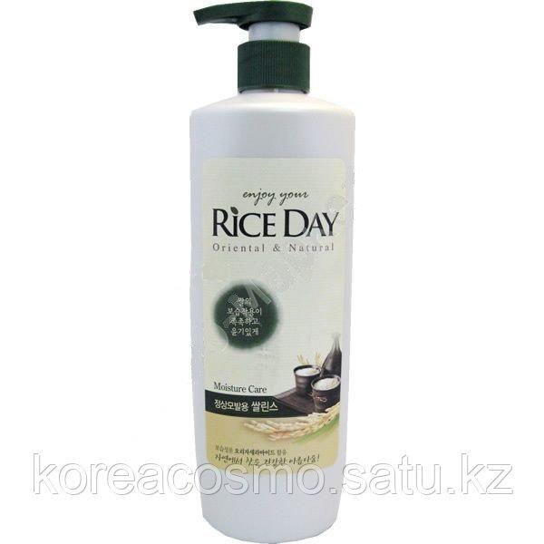 """Кондиционер """"Rice Day"""" для нормальных и сухих волос,550мл с дозатором"""