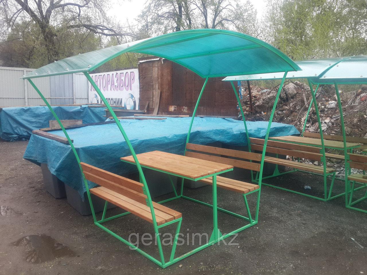 Беседка с двумя скамейками и столом