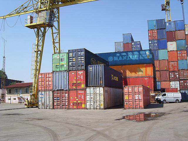 Оформление, регистрация и хранение грузов под таможенным контролем