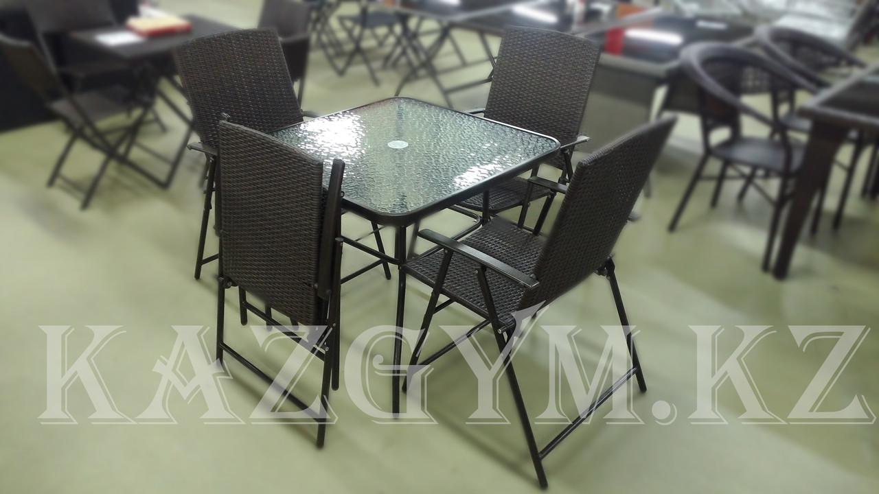 Стол квадратный с 4 складными стульями