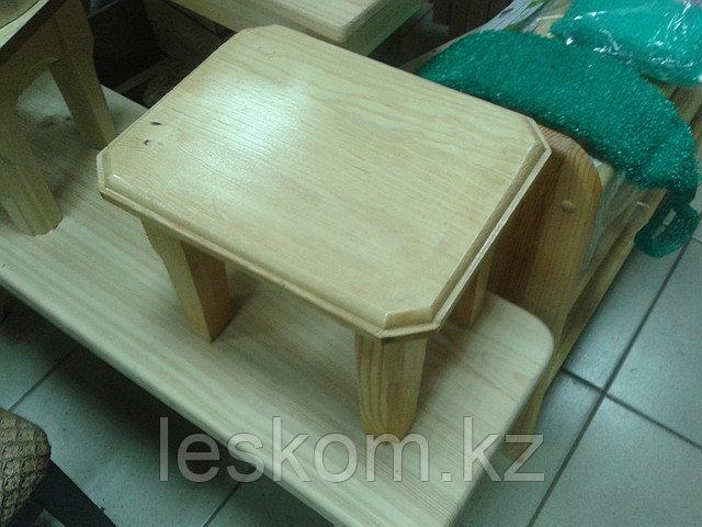 Стульчик деревянный маленький