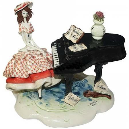 Статуэтка Леди за роялем. Керамика, ручная работа, Италия