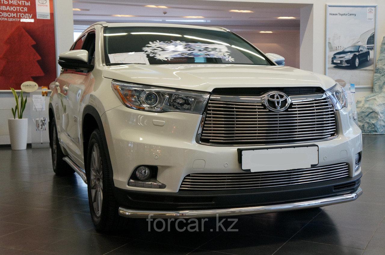Решётка премиум класса на Toyota Highlander (низ)