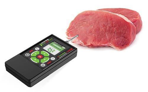 Просто погрузите щуп в мясо, и прибор покажет вам, можно ли его есть или нет