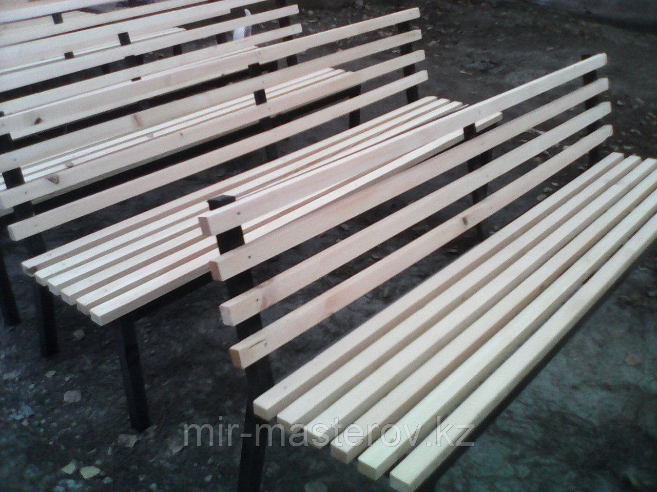 Скамейка парковая - сосна, бесцветная, лак
