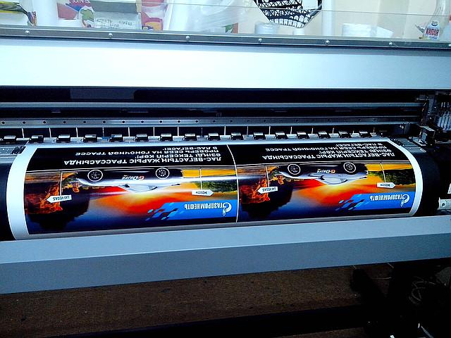 Печать на виниловой пленке (оракале) ПВС фотобумаге, бэклите с ламинацией по индивидуальным эскизам