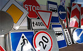 Дорожные знаки, ограждения, конусы, лежачие полицейские