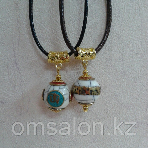 Тибетские кулоны из бирюзы и коралла с мантрами