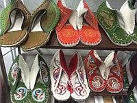Обувь.казахские тапочки