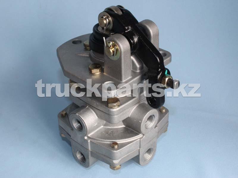 Кран тормозной подпедальный главный CA141 FAW 35140010010