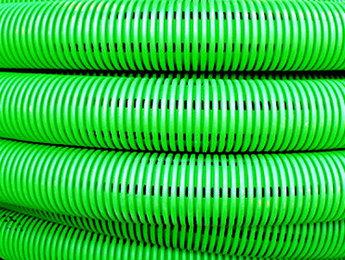 Труба гибкая двустенная дренажная д.110мм с геофильтром, класс SN8, перфорация 360 град., цвет черный
