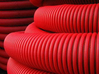 Труба гибкая двустенная для кабельной канализации д.50мм, цвет красный, в бухте 100м., с протяжкой