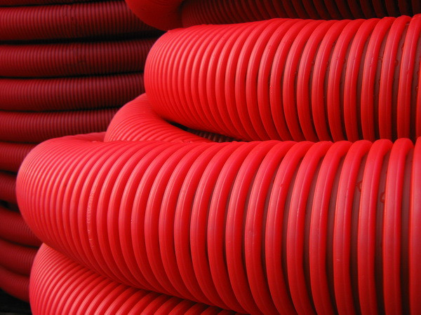 Труба гибкая двустенная для кабельной канализации д.63мм, цвет красный, в бухте 100м., с протяжкой