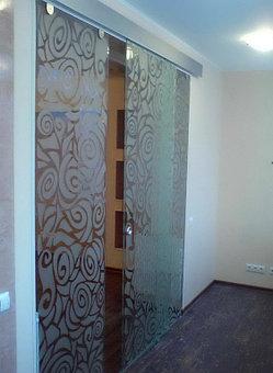 стеклянные раздвижные и распашные двери  1