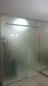 стеклянные раздвижные и распашные двери  15