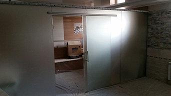 стеклянные раздвижные и распашные двери  16
