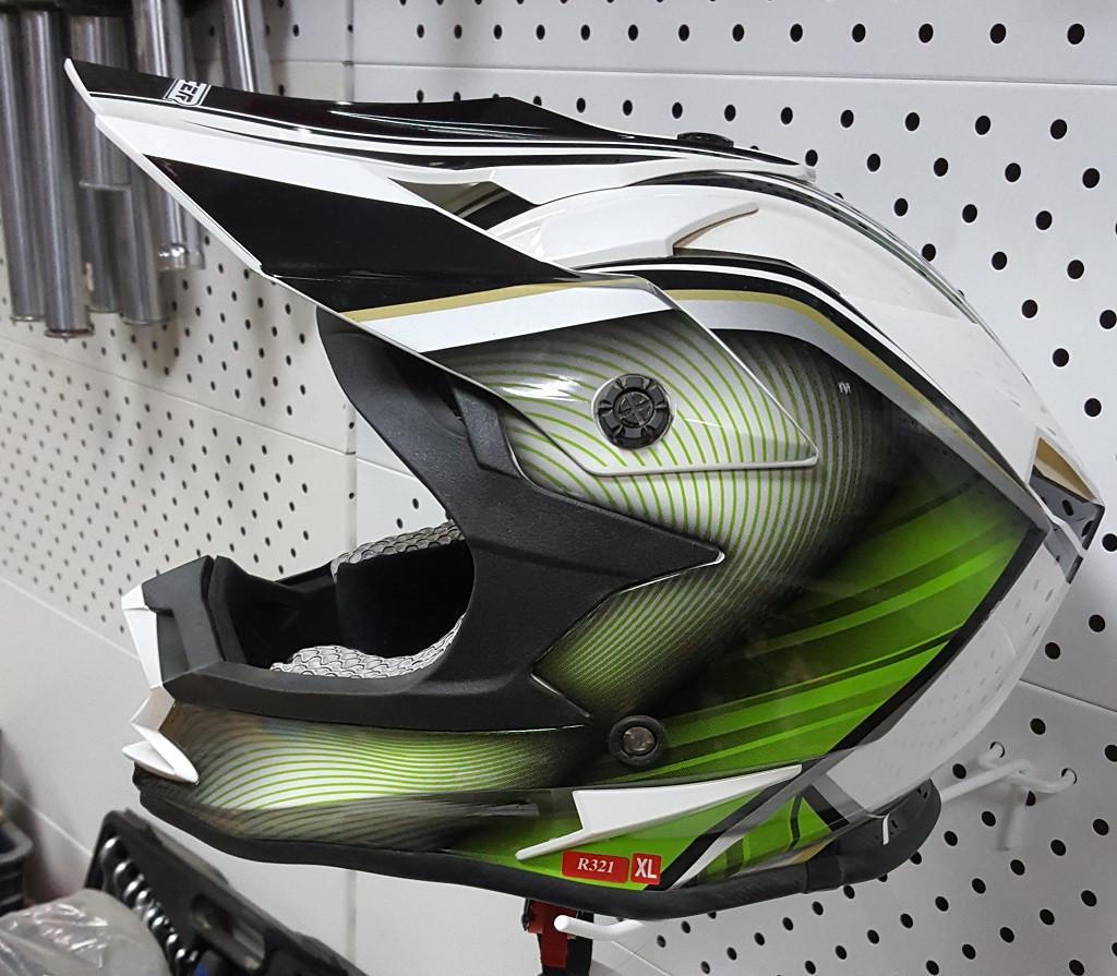 R-321 (XL) Бело-зелёно-чёрный Мотошлем RACER