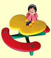 Столик для маленьких детей с лавочками