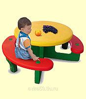 Пластиковый столик для детей с лавочками