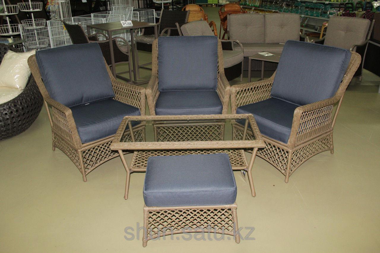 Набор мебели, стол + три кресла, искусственный ротнаг