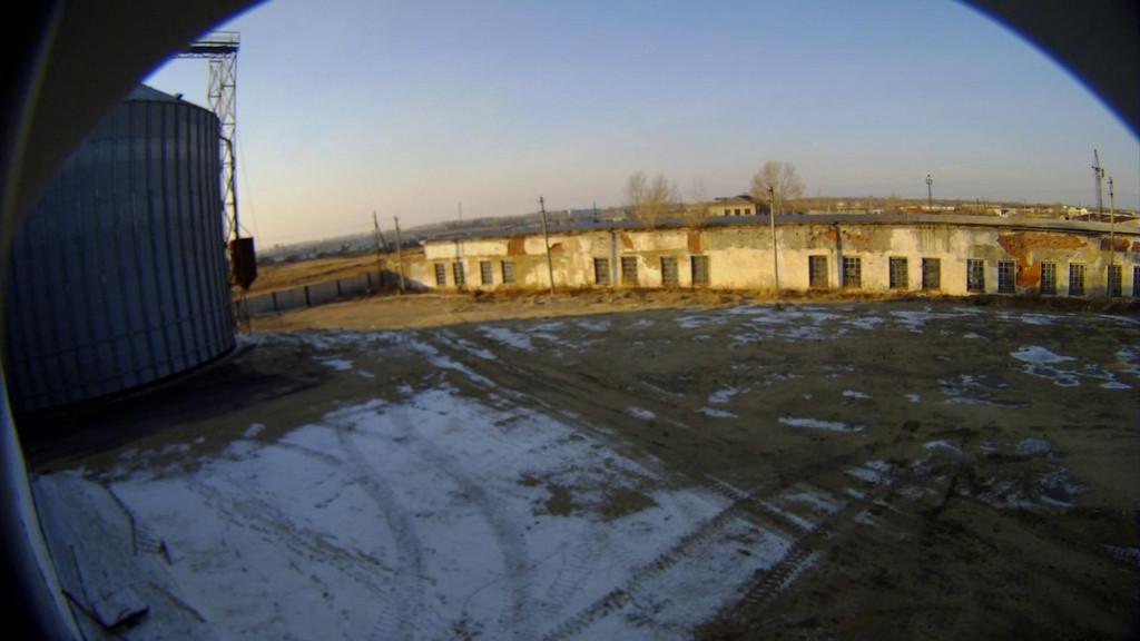Изображение с IP-камеры Beward BD4330 в уличном исполнении в термокожухе - вид на площадку