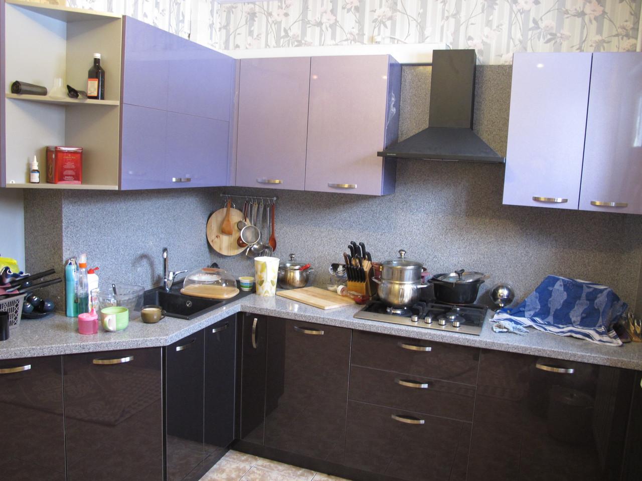 Кухня с синими фасадами