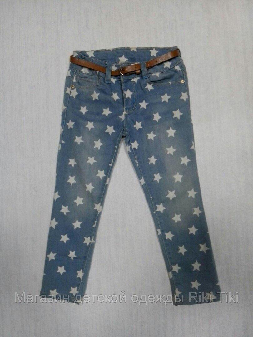 Светлые джинсы для девочки  с принтом