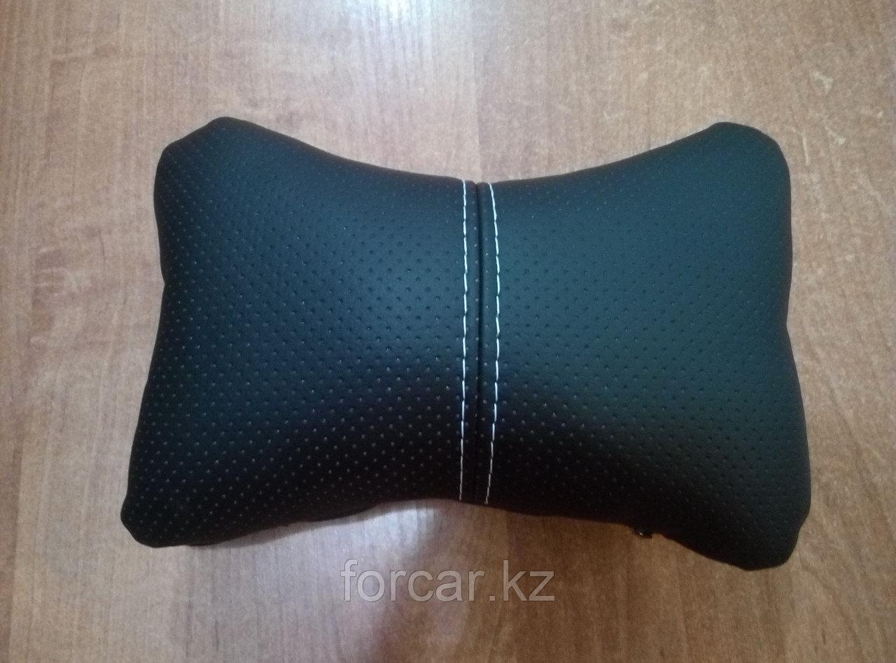 Подушка под шею «ЭКОКОЖА» черный/черный/белый
