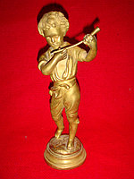 "Старинная бронзовая скульптура ""Мальчик - флейтист"""