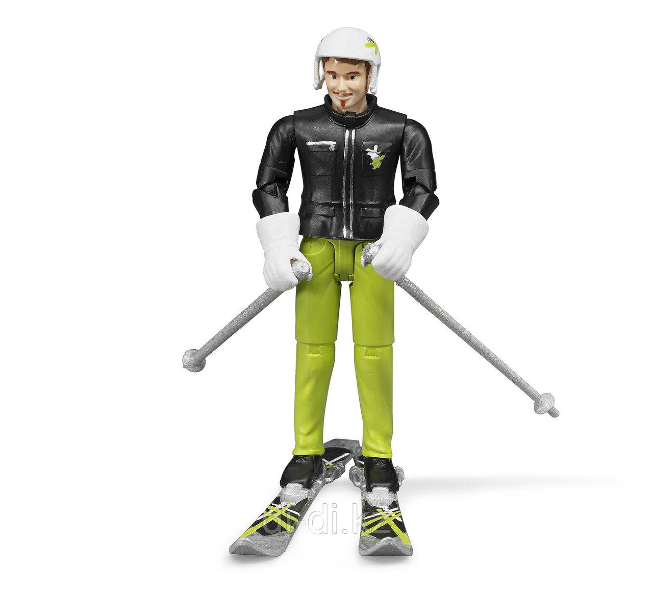 BRUDER Фигурка лыжника с аксессуарами