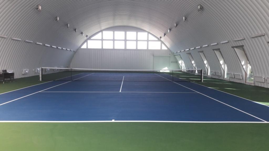 Строительство крытого теннисного корта всесезонного использования на винтовых сваях в Астане.
