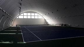 Вид теннисного корта слева