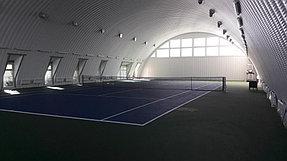 Вид теннисного корта справа