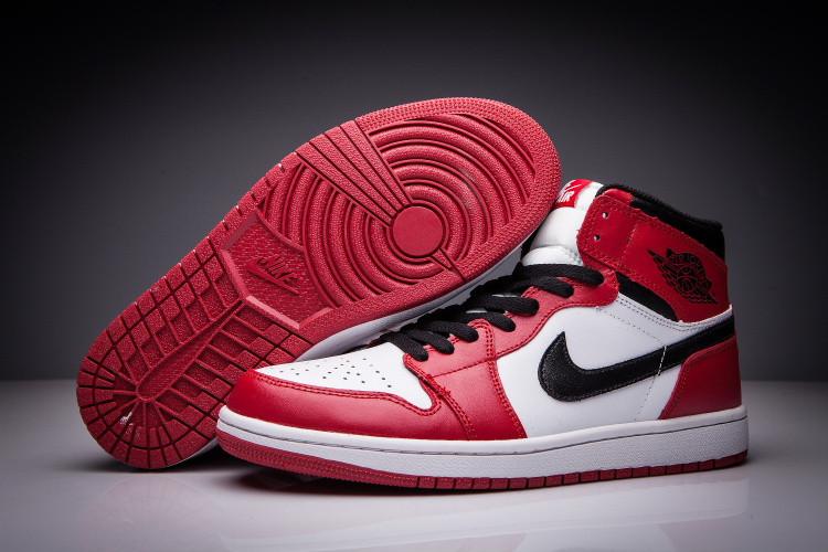 """Кожаные кроссовки Air Jordan 1 Retro """"Chicago Bulls"""" (36-47) - фото 1"""