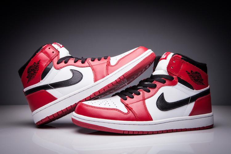 """Кожаные кроссовки Air Jordan 1 Retro """"Chicago Bulls"""" (36-47) - фото 2"""