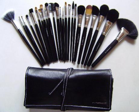 Набор кистей для макияжа от МАС 24 шт