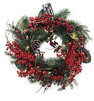 Декор Венок еловый с красными ягодами и шишками ED1030015