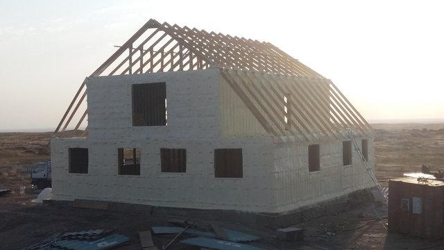 Самое лучшее утепление дома материалом пенополиуретан(ППУ) толщиной 5см.