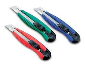 Нож канцелярский 16см,+2запас.лезвия.пластик KW-trio