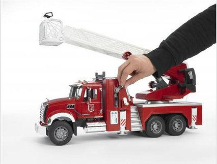 Пожарная машина Bruder пожарная машина MACK