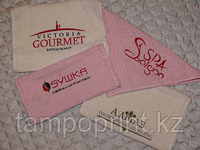 Вышивка на салфетках для расторанов