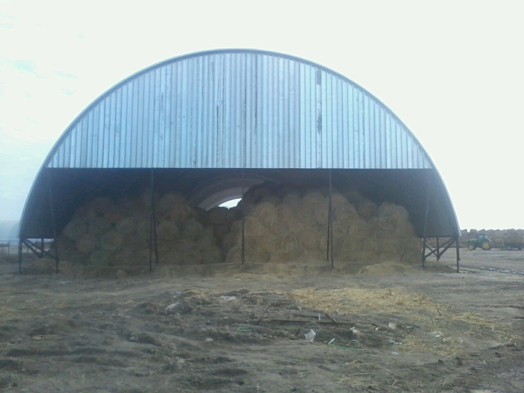 Строительство сенохранилища, сеновала