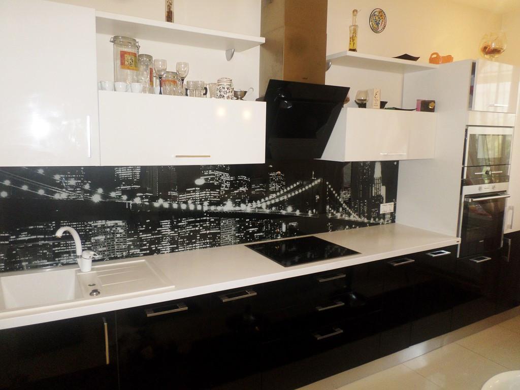 Кухонные фартуки из стекла - фото 10