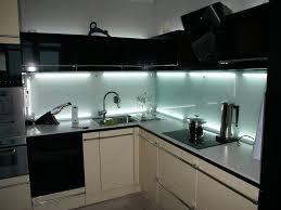 Фартуки из стекла для кухни - фото 10